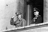 Bức điện khiến Hitler phải tuyệt vọng tự sát trong hầm