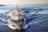"""Ngắm chiến hạm """"khủng"""" của Hải quân Hoa Kỳ cập cảng Tiên Sa"""
