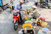 Chợ sâu bọ -  nét văn hóa thú vị của người Sài Gòn