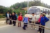 Người dân chặn cao tốc Nội Bài - Lào Cai bằng... tre