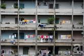 """Độc đáo """"chợ cóc"""" trong chung cư cũ gần 50 năm tuổi ở Sài Gòn"""
