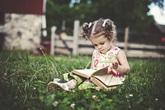 Làm sao để con bạn có thói quen thích đọc sách?