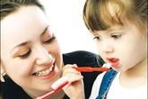 """Những tuyệt chiêu """"dụ"""" bé thích đánh răng"""