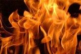 """Vợ bỏ nhà đi, chồng tưới xăng đốt """"tình địch"""""""