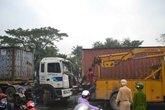 """Hai xe container """"dính nhau"""" trên đường phố Đà Nẵng"""