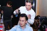"""Đàm Vĩnh Hưng """"điệu đà"""" làm tóc cho Dương Triệu Vũ"""