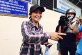 Tỷ phú ve chai nhận được tiền: Rất đông nhà báo, hàng xóm đến chia vui