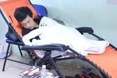 Hoài Linh ngủ, Việt Hương phờ phạc trong hậu trường