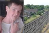 Trèo lên nóc tàu, cậu bé 15 tuổi bị điện giật chết