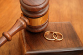 Ra tòa ly hôn vì chồng chỉ nghe lời mẹ