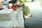Mẹ và vợ cùng nhảy sông tự tử để thử lòng chàng trai