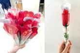 """Quà """"độc"""" ngày 8/3: Hoa hồng kết bằng... quần lót"""