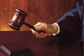 Cụ ông chống batoong ra tòa quyết ly hôn