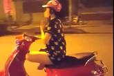 Hành động lạ của cô gái trẻ khiến người đi đường lạnh gáy