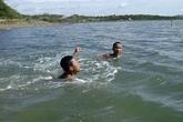 Huy động 100 người tìm kiếm thi thể 3 học sinh đuối nước