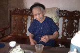 Cụ bà Cao Lan cứu nhiều người muốn tự tử nhờ bài thuốc học mót