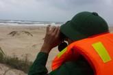 Đang tìm cách cứu 3 thuyền viên gặp nạn nhiều ngày trên biển