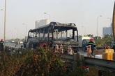 Xe khách 50 chỗ cháy trơ khung trên Đại lộ Thăng long
