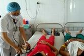 Nhiều người nghi bị ngộ độc thực phẩm phải nhập viện cấp cứu