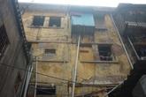 Cám cảnh xếp hàng chờ vệ sinh giữa Hà Nội