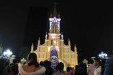 Người dân Đà Nẵng đón Giáng sinh dưới mưa phùn