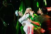 Jennifer Phạm bất ngờ khiến khán giả bật khóc