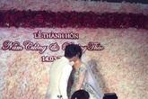 Nam Cường hôn say đắm cô dâu trong đám cưới