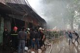 Hà Nội: Đám cháy lớn thiêu rụi nhiều cửa hàng kinh doanh