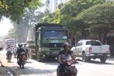 """Hà Nội: """"Hung thần"""" xe tải nghênh ngang gây họa"""