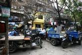 Ảnh: Khi sân chơi chung cư thành sân phơi, sân ăn ở Hà Nội