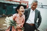 Trọn bộ ảnh cưới xúc động của cặp vợ chồng già nhặt rác mưu sinh bỗng dưng nổi tiếng