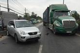 Ô tô va chạm với xe container, quốc lộ 1 ùn ứ nhiều giờ