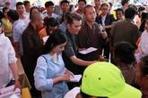 Đàm Vĩnh Hưng trao 1 tỷ đồng ủng hộ người dân miền Trung