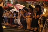 Hàng nghìn người đội mưa làm lễ Vu Lan tại chùa Phúc Khánh