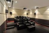 Ngắm biệt thự ở Long Biên có tầng hầm là phòng chiếu phim, giải trí