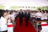 Phó Thủ tướng Vương Đình Huệ về trường cũ dự lễ khai giảng