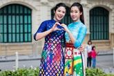 Ngưỡng mộ cách phối áo dài cách tân vạt ngắn với quần âu đẹp như sao Việt