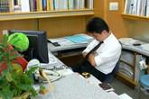 Cách chức Phó trưởng phòng ngủ gật trong giờ hành chính