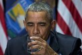 Obama uống nước ở thành phố ô nhiễm để trấn an dân