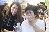 Bạn bè, người thân khóc nức nở trong phút chia ly Minh Thuận