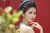 Á hậu Thùy Dung diện áo yếm khoe lưng trần trắng nõn