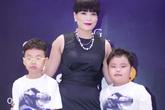 Bà xã quyền lực âm thầm đưa hai con đến ủng hộ Xuân Bắc