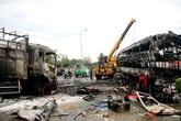 Ôtô khách vượt xe tải gây tai nạn 13 người chết cháy