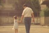 Cha yêu con bằng những lặng thinh