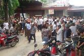 Hàng trăm người dân chặn đường phản đối doanh nghiệp nổ mìn khai thác đá
