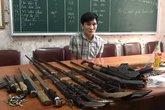 Nghệ An: Thủ 6 khẩu súng trong lán để bán ma túy