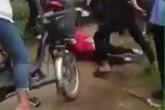 Phẫn nộ nhóm nữ sinh đánh tới tấp bạn cùng lớp ở Nghệ An