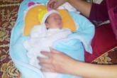 Người phụ nữ đơn thân nhặt được cháu bé 4 ngày tuổi bên bể nước