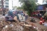 """Quận Ba Đình (Hà Nội): Bãi phế thải vật liệu xây dựng """"hành"""" dân"""