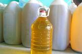 Giật mình dầu ăn rẻ như nước lã tràn lan trên thị trường
